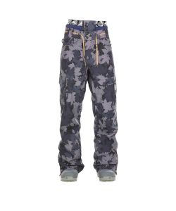 PICTURE UNDER GREY CAMO SNOW PANTS