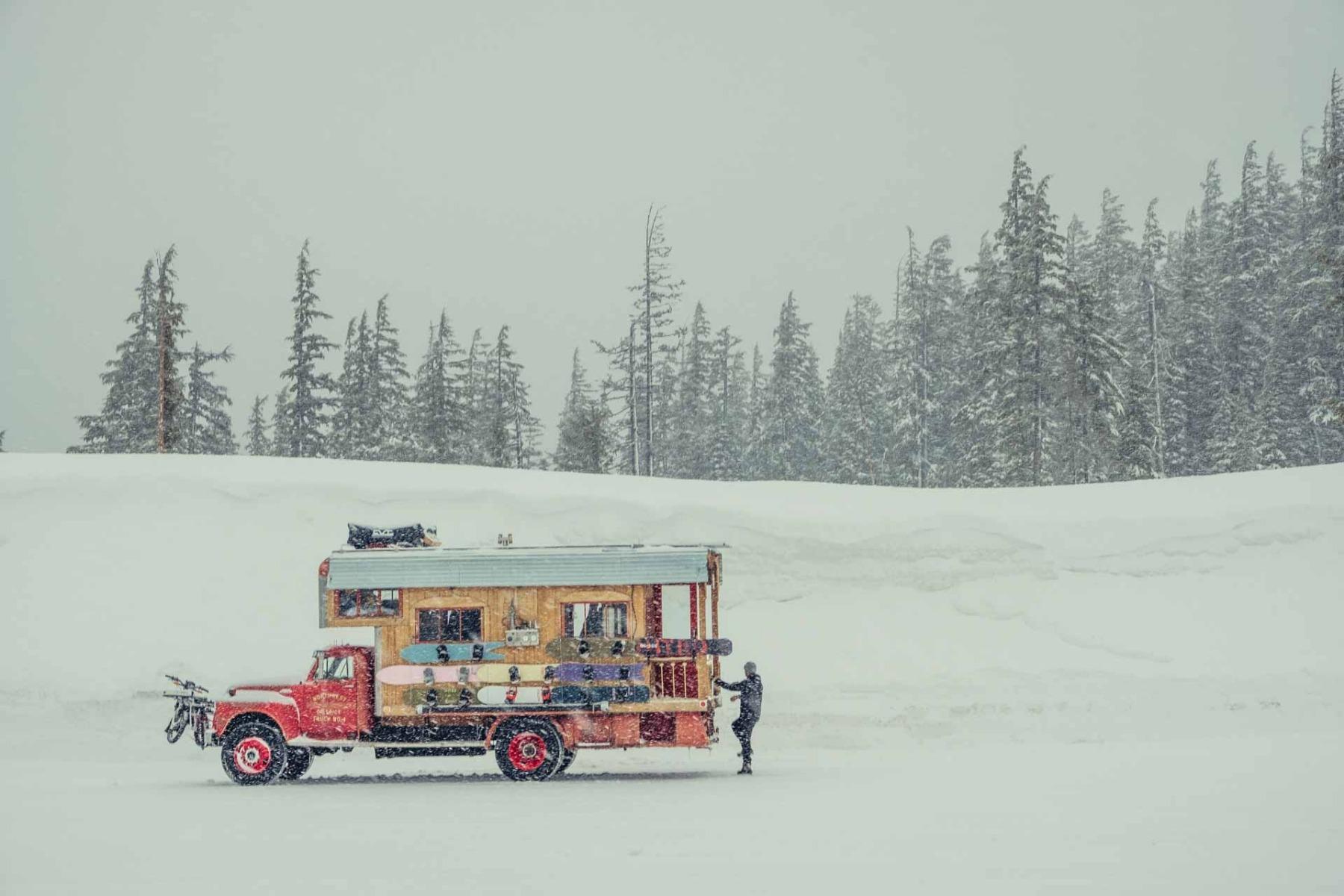 NITRO Snowboards THE FIRETRUCK 2.0 - Destination Alaska